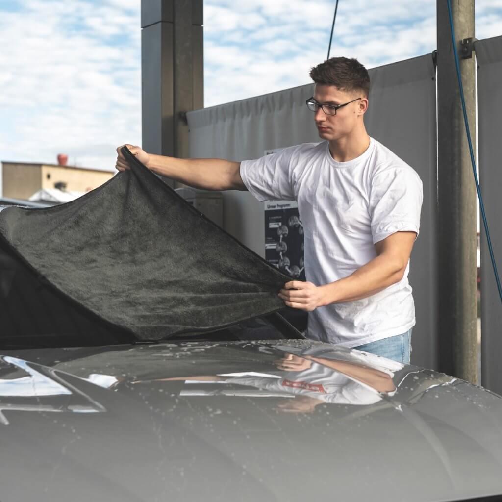 Auto Trockenreinigung mit Mikrofasertuch Auto - MARC CROUCH - 550GSM 70x90cm Tuch